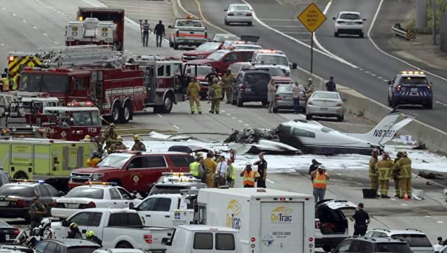 В Калифорнии потерпел крушение двухмоторный самолёт (фото)