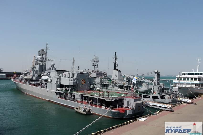 Захватывающие кадры: У берегов Одессы красовались военные корабли (Фото)