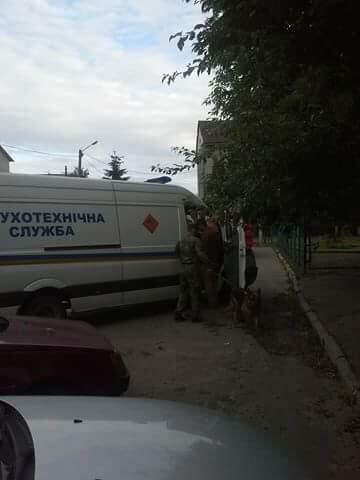 Во Львове на территории школы обнаружили взрывчатку (фото)