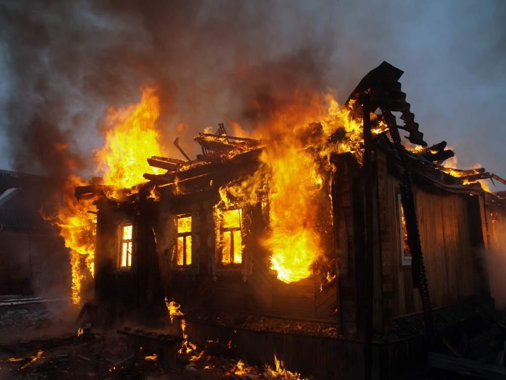 Возле одесского санатория произошел пожар: четверо пострадавших