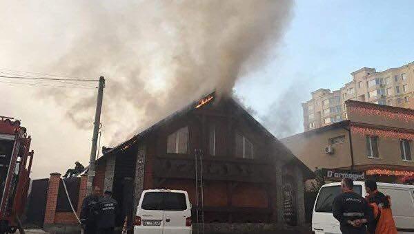 На Киевщине горел двухэтажный ресторан (Фото)