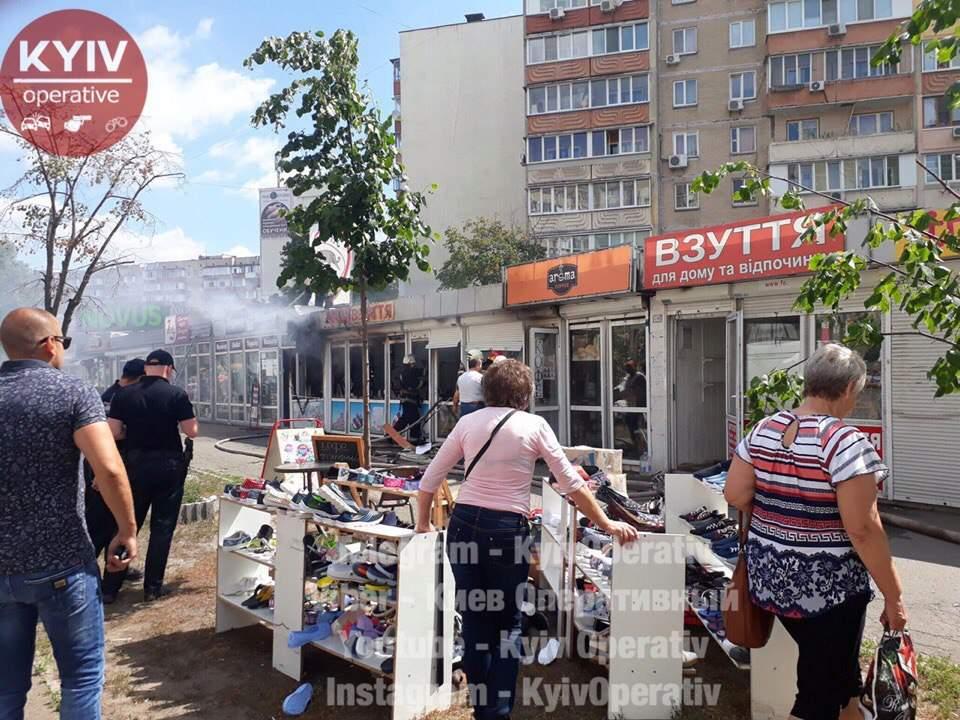 В Киеве подожгли МАФы (фото)