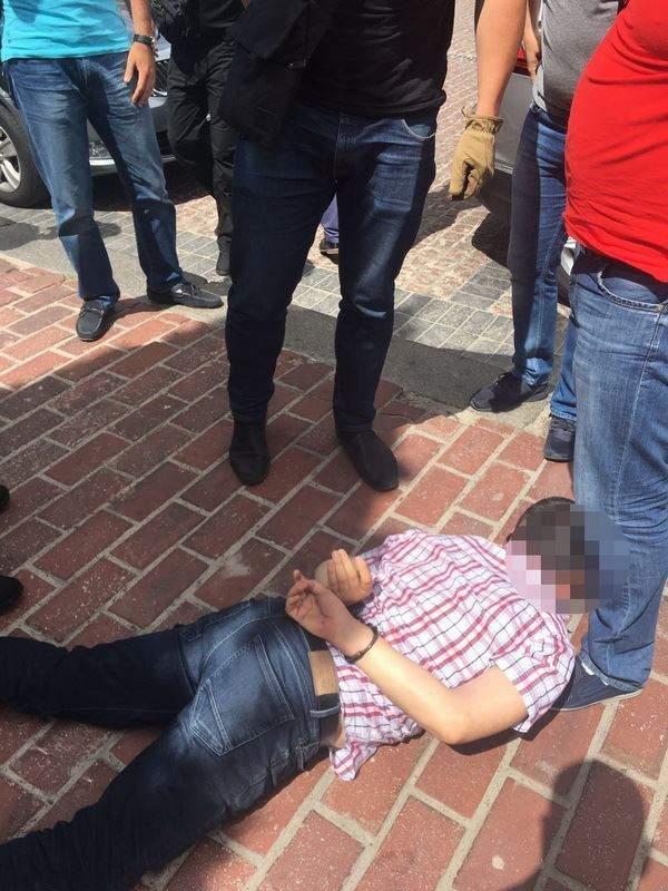В Киеве очередной полицейский попался на взятке в 70 тысяч гривен (фото)