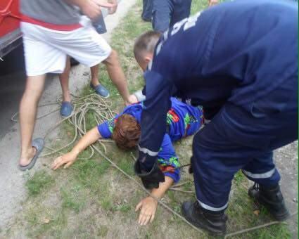 Нетрезвую киевлянку несколько раз за день доставали из разных колодцев (Фото)