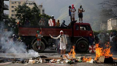 Число жертв в результате массовых протестов в Венесуэле достигло 90 человек