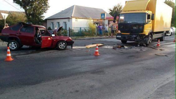 ДТП в Запорожье с пострадавшими: От легковушки осталась куча железа (Фото)