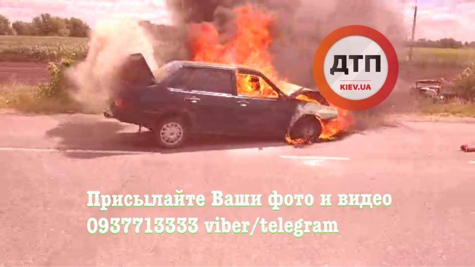 В результате ДТП на Киевщине загорелось авто