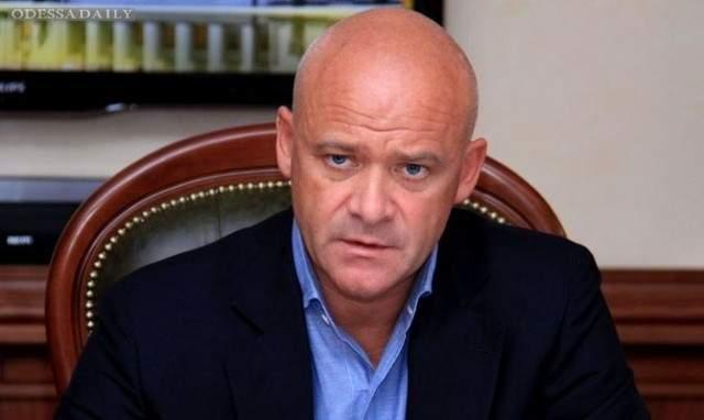 Городской глава Одессы во время интервью лишил журналиста телефона (видео)