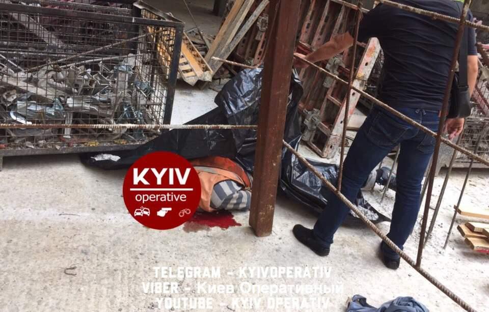 ЧП на стройке в Киеве: мужчина упал с высоты и разбился насмерть (фото)