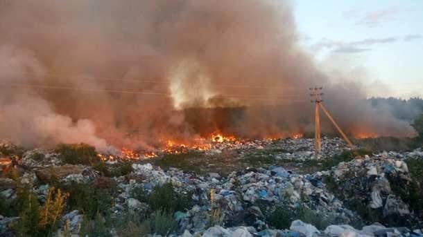 Под Киевом на свалке произошёл пожар (фото)