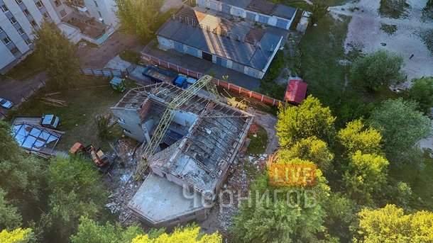 В Чернигове на строительной площадке обрушился кран (фото)