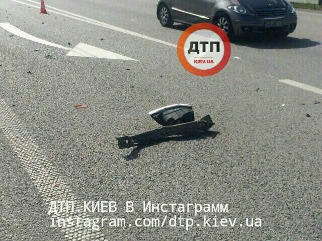 На Киевщине произошло лобовое столкновение (фото)