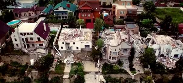 На Одесчине в результате оползня разрушены роскошные коттеджи (Видео)