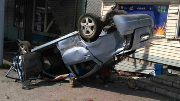 В Днепропетровской области водитель на скорости протаранил придорожное кафе (фото)