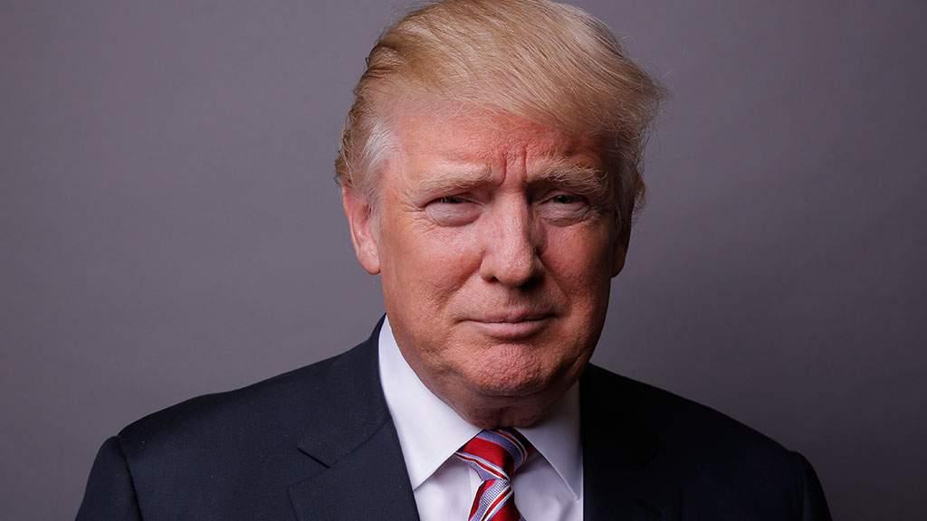 Президент США устроил погоню за фуражкой военнослужащего (видео)
