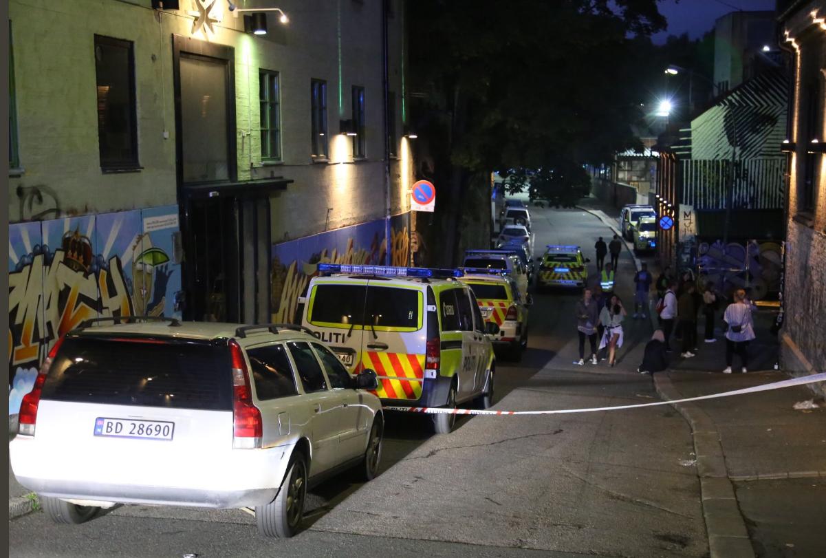 В Норвегии мужчина открыл стрельбу по посетителям ночного клуба: есть раненые (фото)