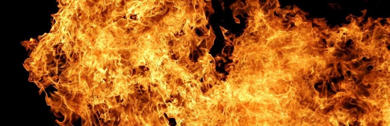 В Запорожье во время пожара пострадал житель дома