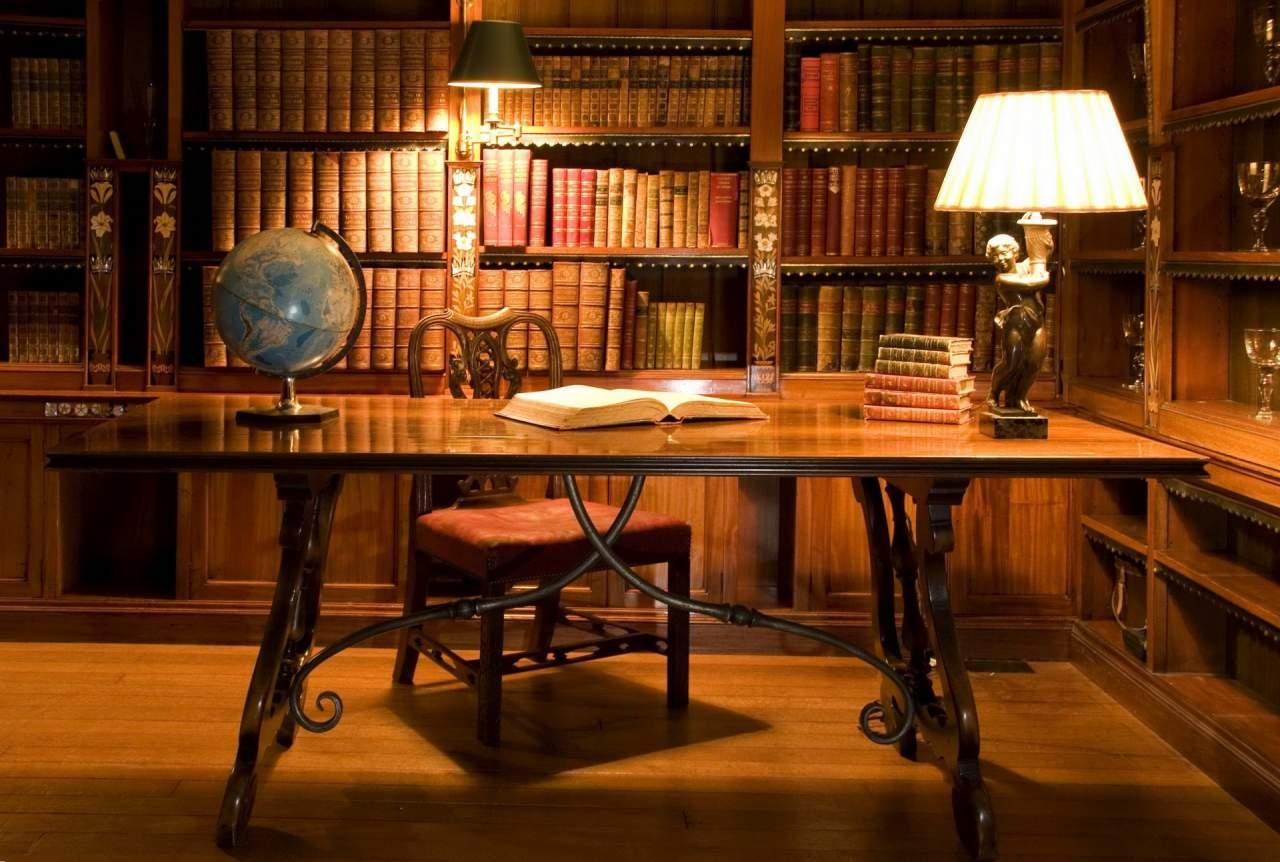 Во Франции писатель скончался необычной смертью