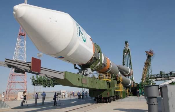 С Байконура запустили ракету со спутниками (Видео)