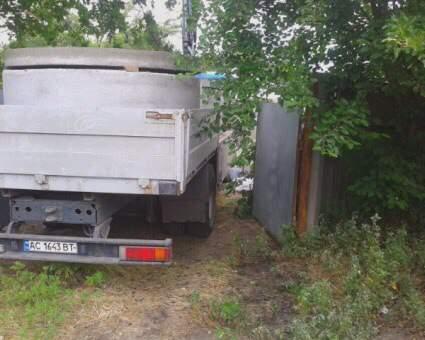 В Киеве в результате возгорания электрокабеля погиб водитель автокрана (фото)