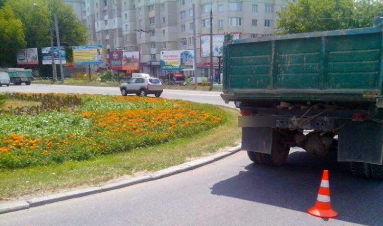 В Хмельницком водитель грузовика совершил наезд на пенсионера-инвалида