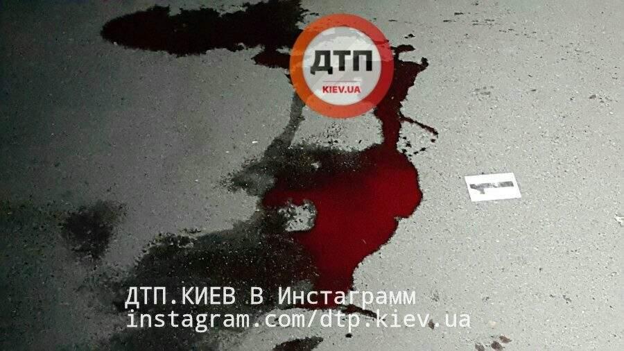 В столице неизвестный напал на девушку с ножом (Фото)