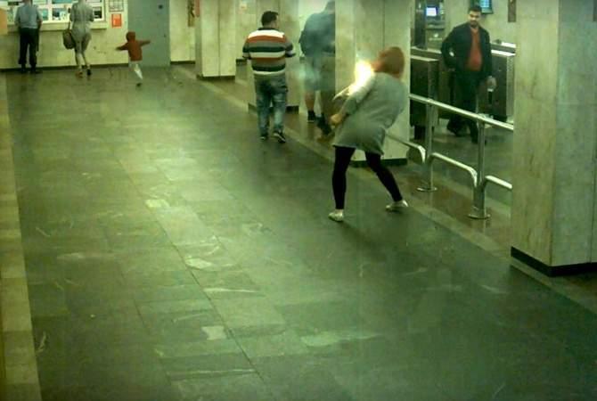 В подземке Минска у пассажирки взорвалась электронная сигарета (видео)