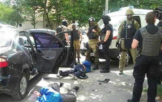 В Виннице грабители совершили разбой ювелирного магазина (видео)