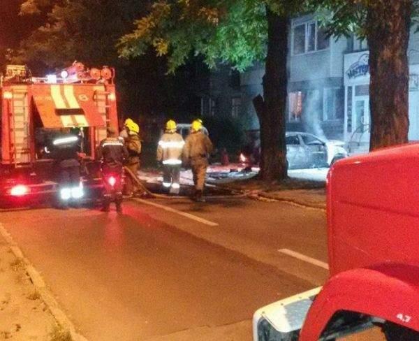 В Запорожье ночью неизвестные сожгли автомобиль (видео)