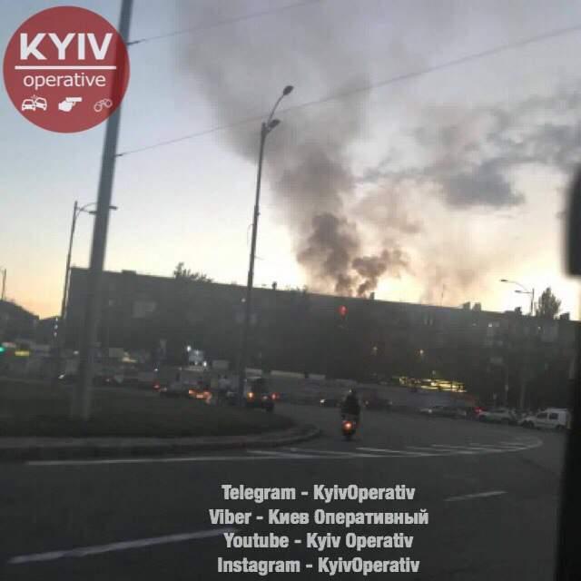 В столице в многоэтажном доме горит квартира (фото)