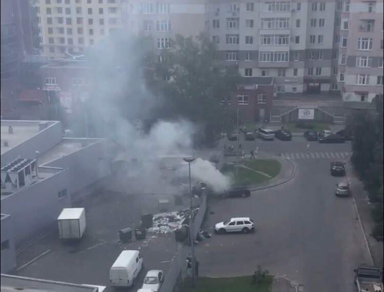 Во Львове сгорел припаркованный автомобиль (фото)