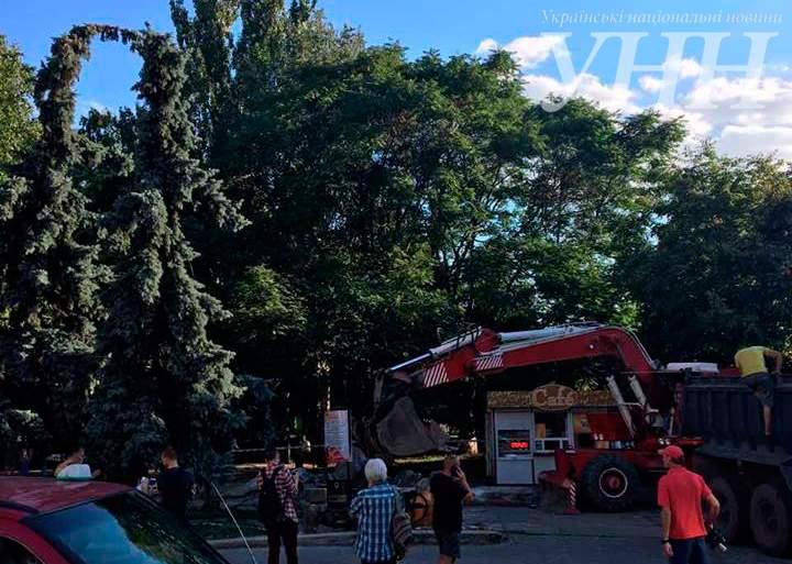 В Кропивницком демонтировали стелу, установленную в честь 100-летия Ленина (фото)