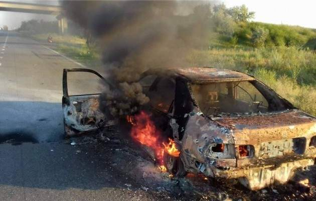 На трассе Одесса-Киев сгорели дотла легковой автомобиль и автобус (видео)