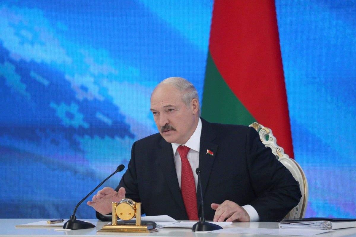 Самолёт президента Беларуси приземлился в международном аэропорту