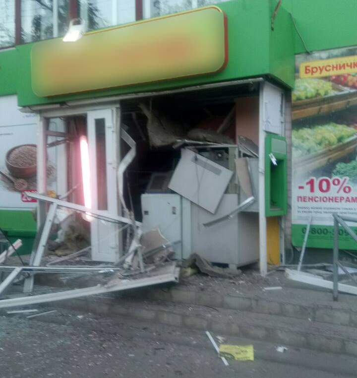 На Харьковщине взорвали банкомат и похитили 45 тыс. гривен (фото)