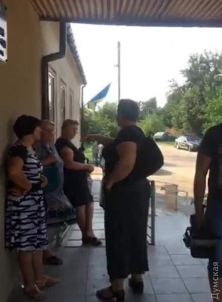 В Одессе активисты начали штурм Ширяевского райсуда и потребовали отставки судьи (фото)