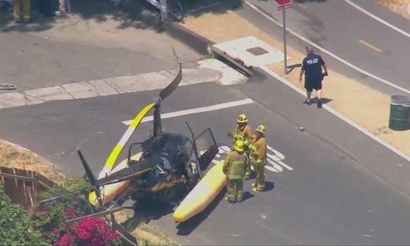В США вертолет упал посреди проезжей части (Видео)