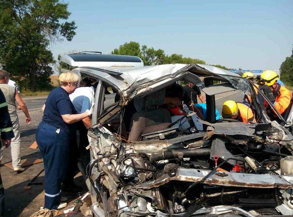 В страшном ДТП под Николаевом погибли ребенок и двое взрослых (Фото)