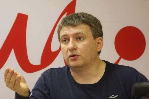 Ведущий попросил блогера покинуть студию из-за отказа говорить по-украински (Видео)