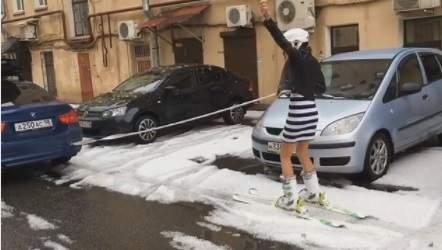 """Жителей Санкт-Петербурга """"порадовал"""" июльский снег (Фото)"""