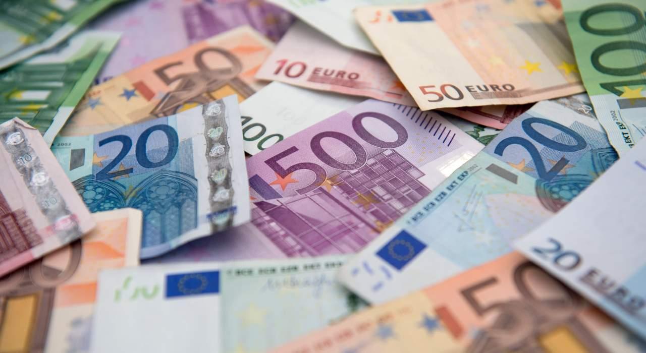 Названа причина стремительного роста курса евро