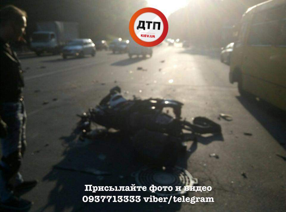 В столице водитель на авто сбил скутериста и скрылся (Фото)