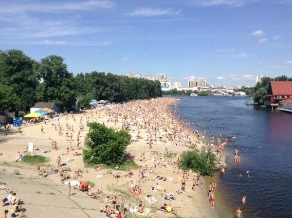 На столичном пляже отдыхающие равнодушно отнеслись к публичному онанисту