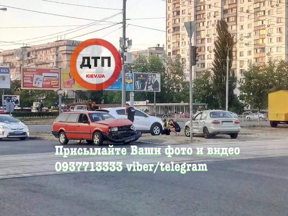 В столице из-за неработающего светофора произошло крупное ДТП (Фото)