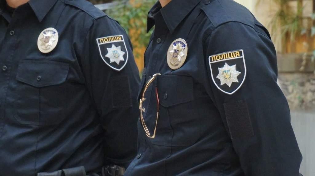 Одесситы ставили на колени и угрожали пистолетом водителю, который сбил девочку (Видео)