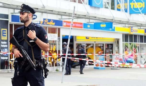 Резня в супермаркете Гамбурга: 1 погибший, 4 раненых (Фото)
