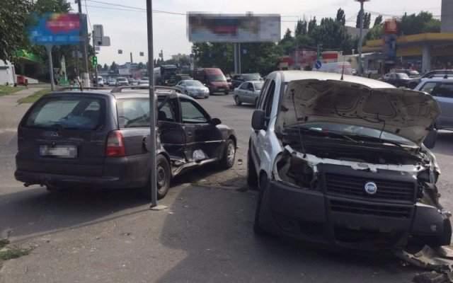 В Одессе произошло мощное столкновение нескольких авто с пострадавшими (Фото)