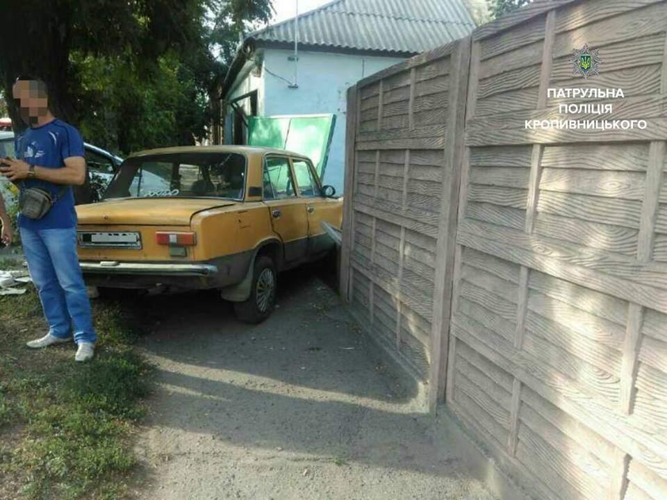 В Кропивницком мужчина на угнанном авто попал в ДТП (Фото)