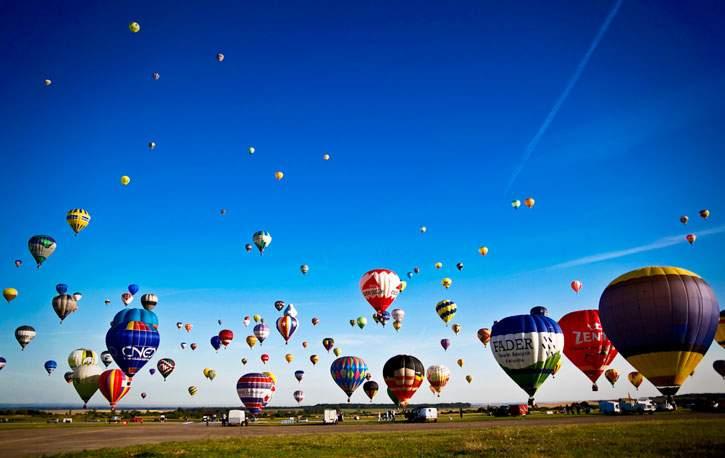 В небо над Францией одновременно поднялись 456 воздушных шаров