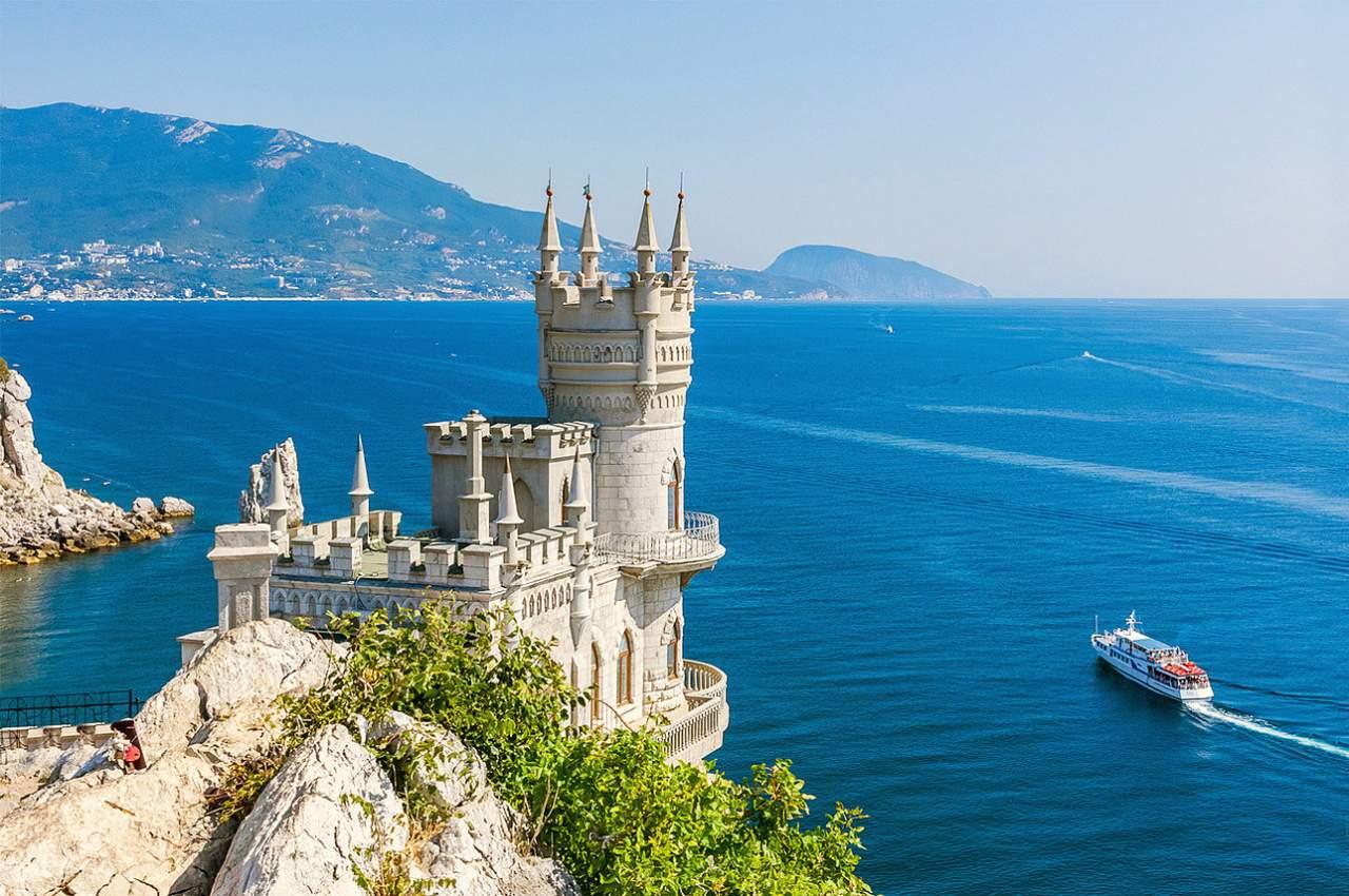 Указом главы РФ в Крыму начнут взимать плату с туристов